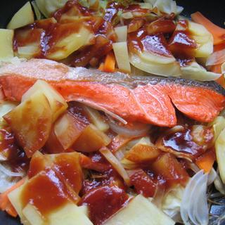 【北海道郷土料理】ホットプレートでワイワイ! 鮭のチャンチャン焼き
