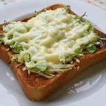 朝食のおともに☆ うまからきゃべつトースト